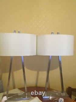 Pair of lamps white new r v Ashley excellent condition
